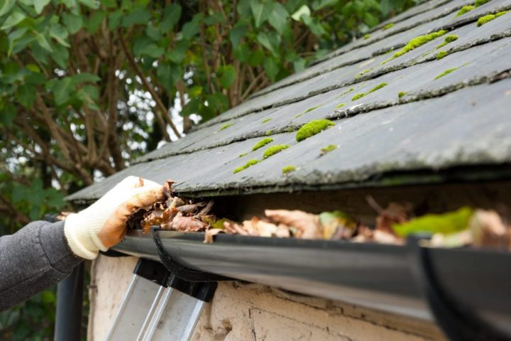 How much does it cost to choose a gutter cleaning contractor