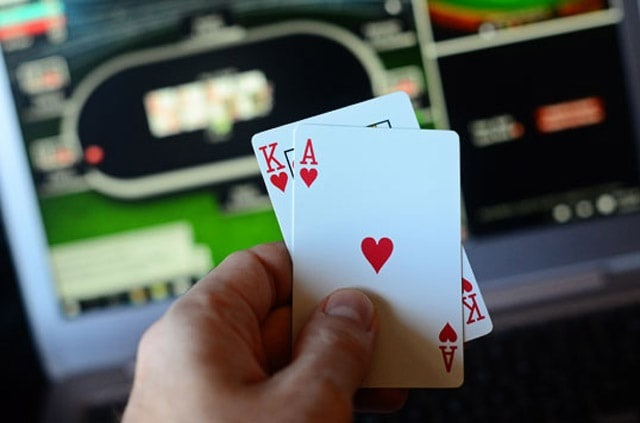 Amazing benefits of playing poker online