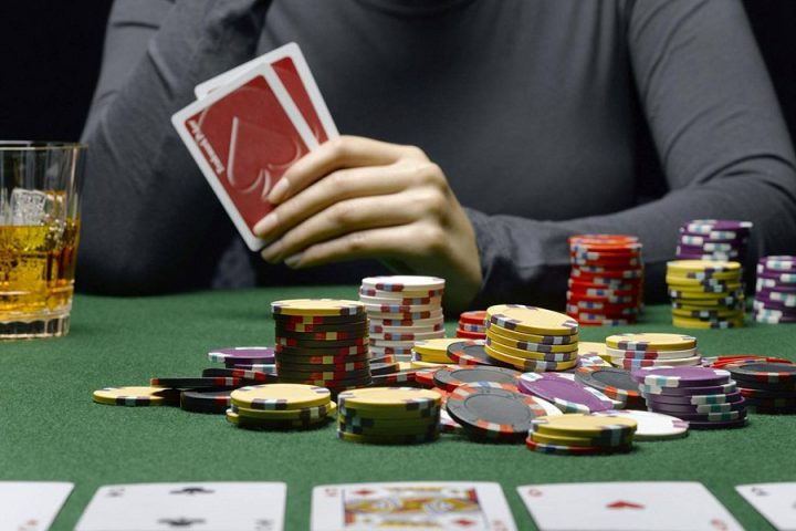 Special tips for a player to win at online poker games